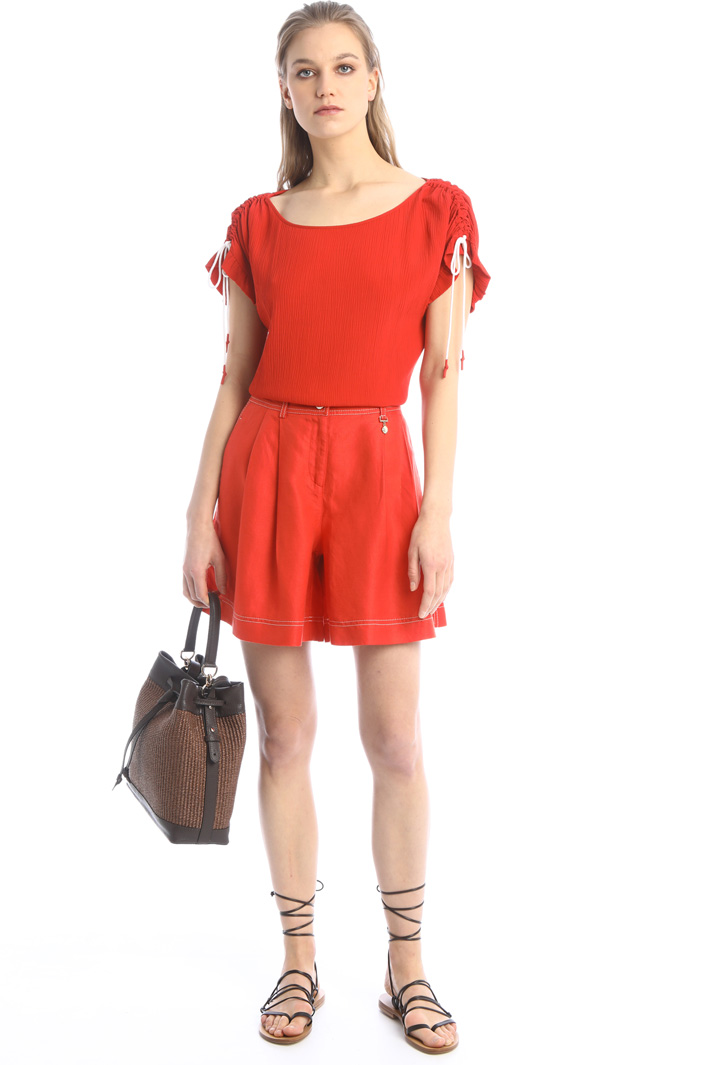 Pleated linen shorts Intrend