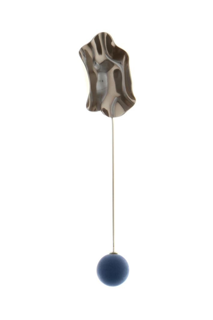 Metal sculpture brooch  Intrend