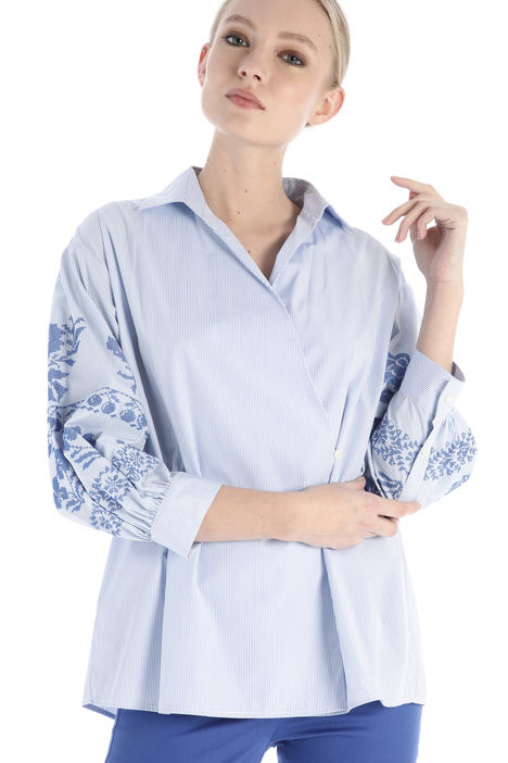 Embroidered sleeve shirt Intrend