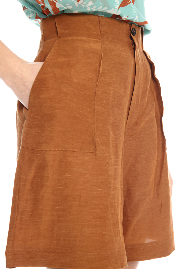 Viscose and linen shorts Intrend