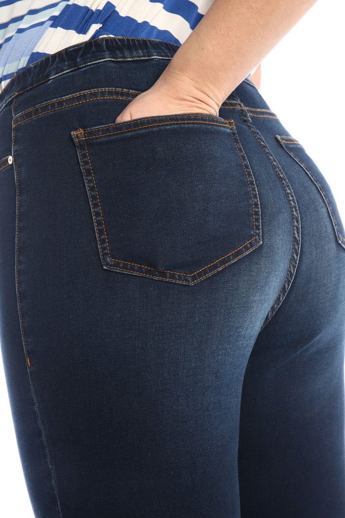 Jeans in satin denim Intrend