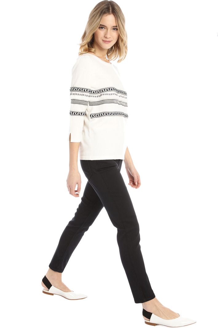 Embroidered viscose sweater Intrend