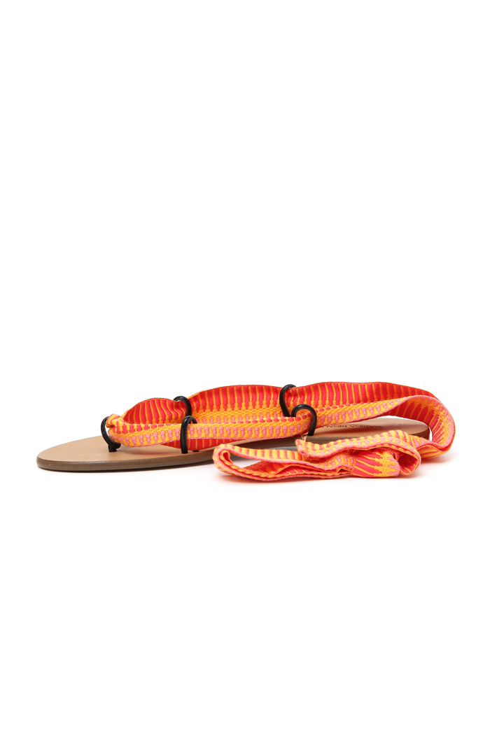 Flat sandals with ribbons Intrend