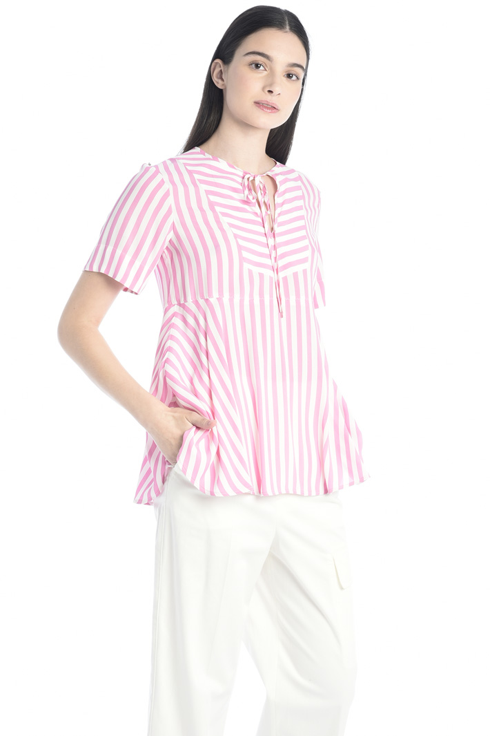 Flared crepe blouse Intrend