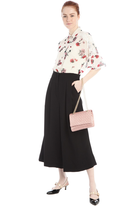 Cropped trousers in crepe Intrend