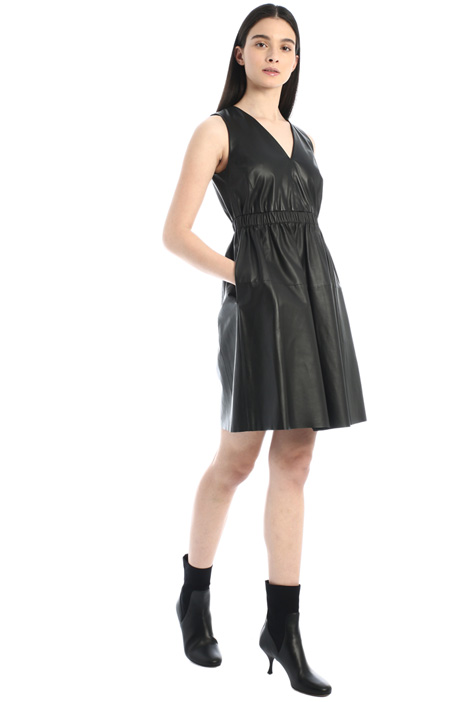 Sleeveless leather dress Intrend