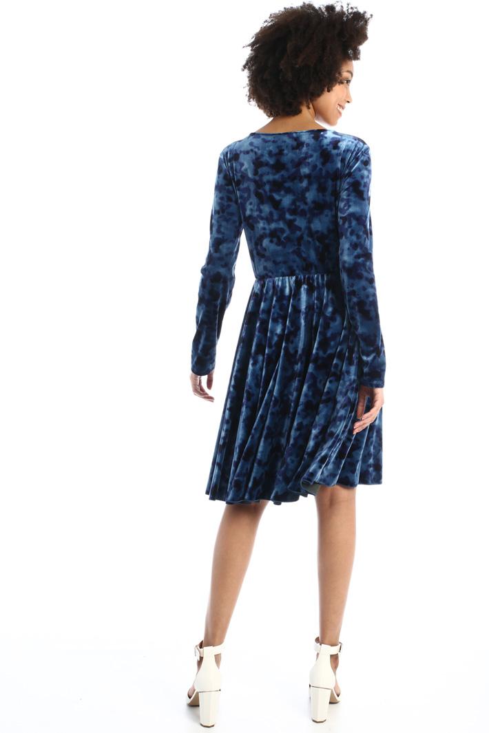 Semi-fitted velvet dress Intrend