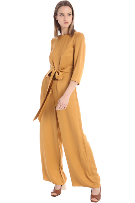 Satin jumpsuit with sash Intrend