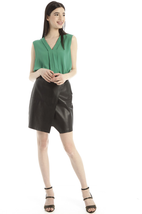 Short faux leather skirt Intrend