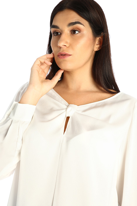 Knotted satin blouse Intrend