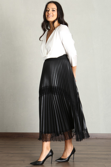 Pleated skirt with lace Intrend