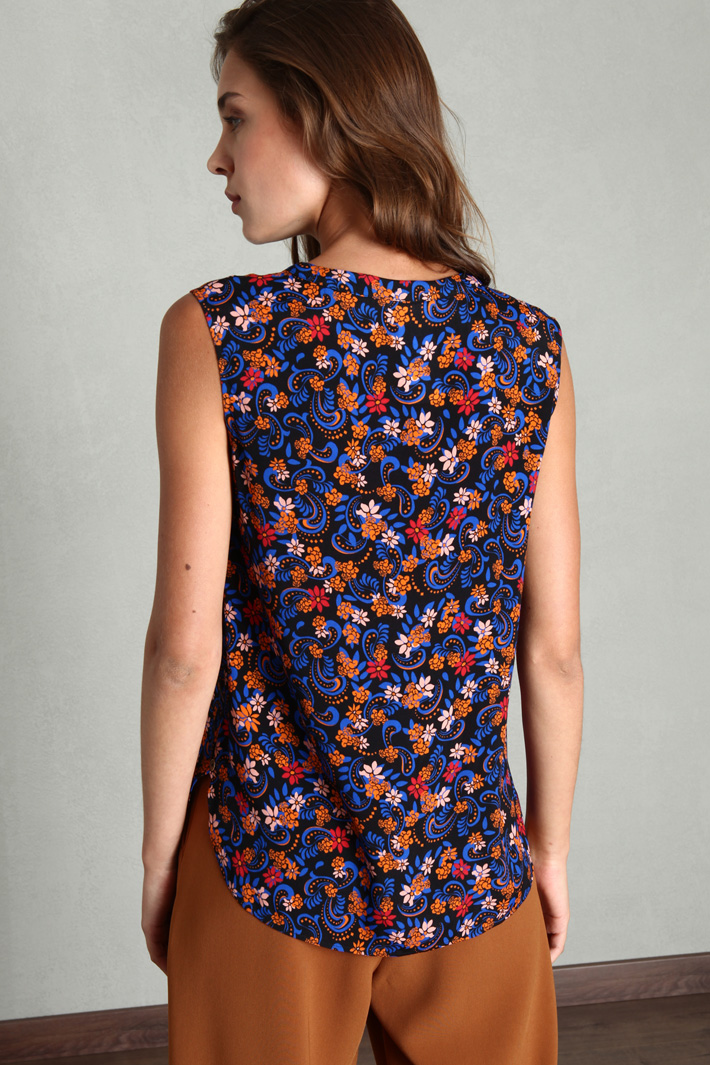 Sleeveless patterned top Intrend
