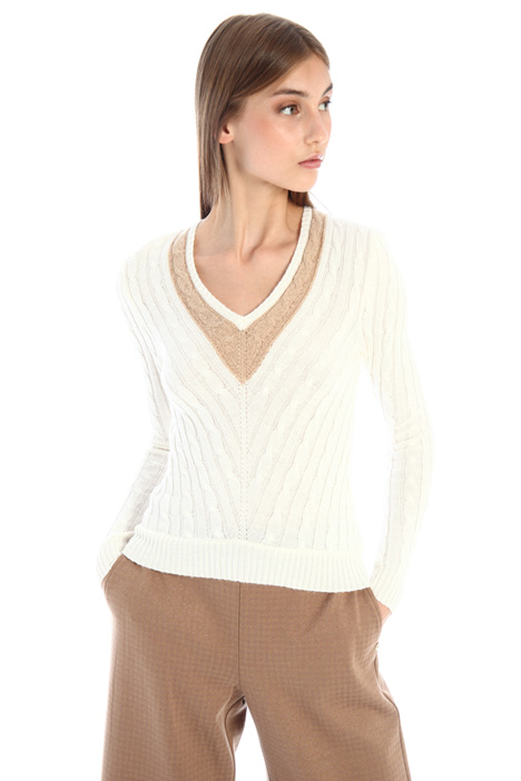 Fitted sweater with V-neck Intrend