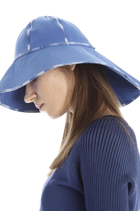 Asymmetrical hat Intrend