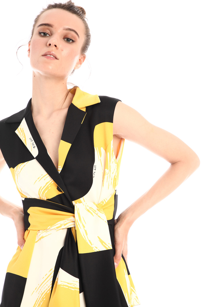 Structured satin top Intrend