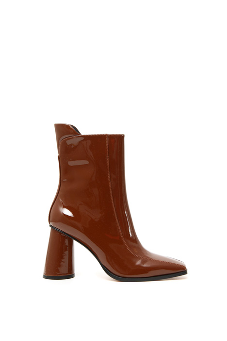 Varnished ankle boots Intrend