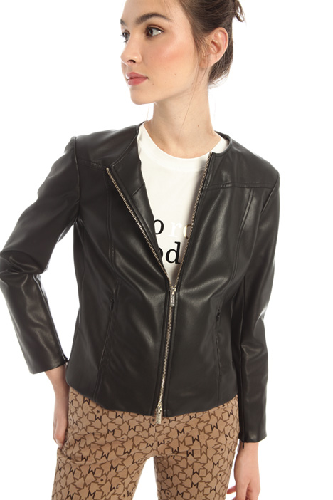 Semi-fitted jacket Intrend