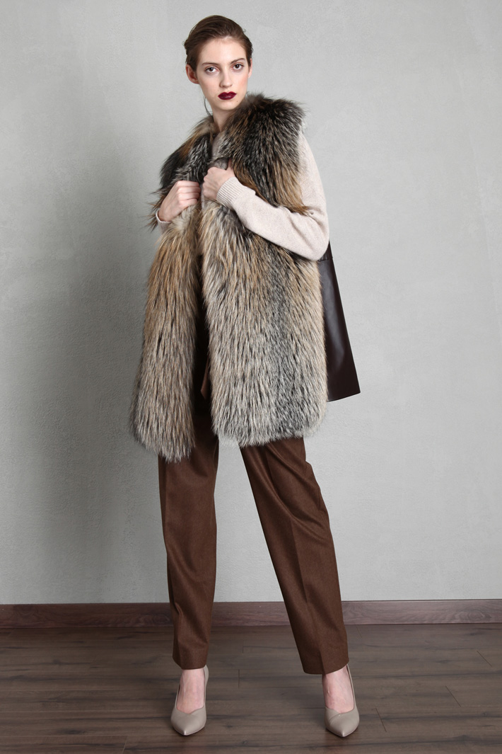 Fox fur and leather vest Intrend