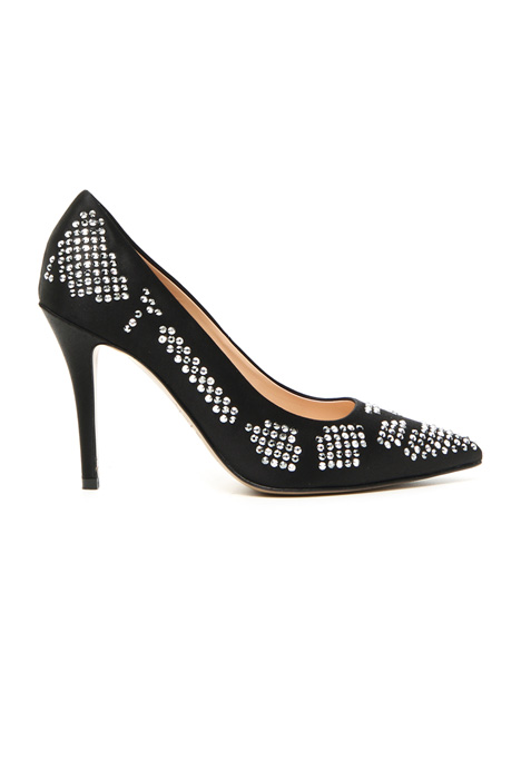 Satin shoes with rhinestones Intrend