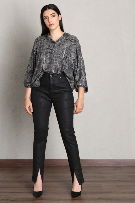 Trousers in coated denim Intrend