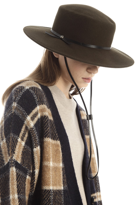 Laced hat Intrend