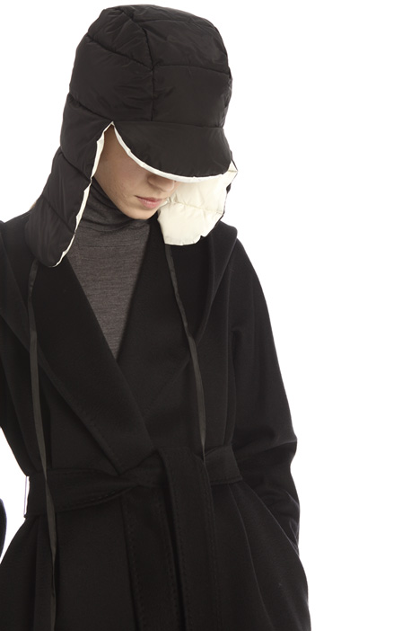 Technical satin hat Intrend