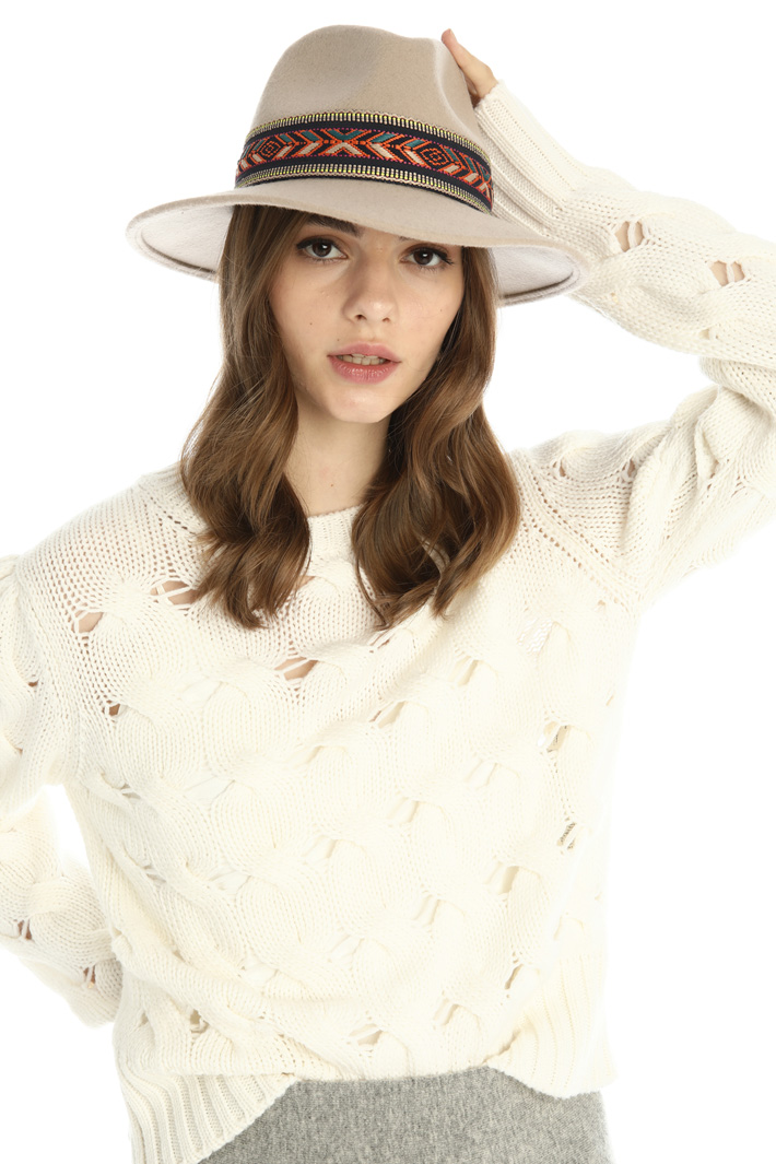 Ribbon detailed hat Intrend