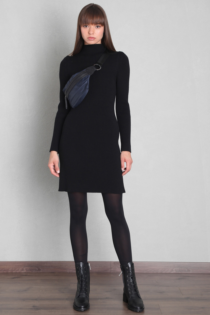 Short knitted dress Intrend