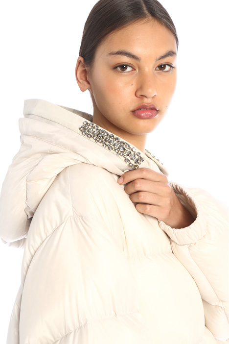 Embroidered hood trim Intrend